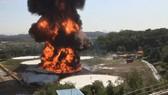 韓國儲油罐起火爆破並釋放有毒氣體。(圖源:互聯網)