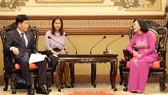 市人民議會副主席張氏映(右)接見韓國京畿道議會副議長金元基。(圖源:VOH)