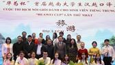 組委會與獲獎學生合影。