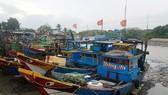 芹耶縣漁船回岸避風。(圖源:黎叉)