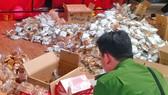 Lực lượng chức năng Cần Thơ phát hiện 3.663 bánh trung thu không bao bì, nhãn mác