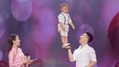 NSƯT Quốc Nghiệp diễn xiếc cùng con trai