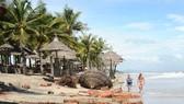 Bờ biển Cửa Đại (Hội An) bị xói lở do thiếu hụt bùn cát. Ảnh: NGUYÊN KHÔI