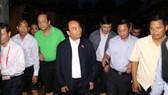 Thủ tướng lội nước lụt vào thăm người dân phố cổ Hội An