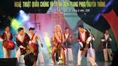 Liên hoan nghệ thuật quần chúng và trình diễn trang phục truyền thống