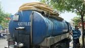 Cảnh sát Môi trường TP Đà Nẵng bắt quả tang xe tải xả dầu nhớt ra môi trường