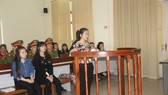 Bị cáo Lộc (đứng) tại phiên tòa