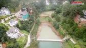 Ngang nhiên xây kè 30m ngăn hồ Tuyền Lâm - Đà Lạt