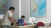 """Phẫn nộ khách Trung Quốc mặc áo """"đường lưỡi bò"""" đến Việt Nam"""