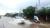 Đoạn đường biến thành sông chỉ sau một cơn mưa lớn.