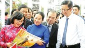 HCMC leaders visits the spring newspaper exhibition in HCMC Book Street 2018 opened on February 13 (Photo: SGGP)