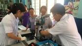 Học sinh trườnh ThCS Lê Quý Đôn hứng thú thực hành tại phòng STEM