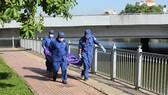 Thi thể được đưa về nhà xác để phục vụ công tác điều tra.