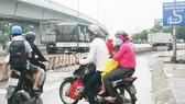 Người đi xe máy qua ngã tư Vũng Tàu không biết đi như thế nào