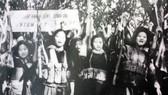 Nữ tự vệ trong các cơ quan trực thuộc Ủy ban Trung ương Mặt trận Dân tộc giải phóng miền Nam Việt Nam sẵn sàng cho Cuộc tổng tiến công và nổi dậy Mậu Thân 1968. Ảnh tư liệu