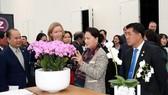 Chủ tịch Quốc hội Nguyễn Thị Kim Ngân thăm Trung tâm nông nghiệp công nghệ cao tại Westland. Ảnh: TTXVN