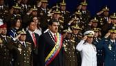 Vụ nổ ám sát xảy ra khi Tổng thống Venezuela Nicolas Maduro (giữa) đang phát biểu. Ảnh: AFP/TTXVN