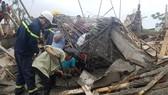 Sập giàn giáo thi công cây xăng tại Huế khiến nhiều người bị thương