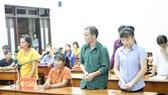 Các bị cáo tại phiên tòa chiều 17- 10