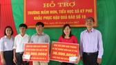 Trao hỗ trợ của bạn đọc Báo SGGP đến các Trường Tiểu học, Mầm non xã Kỳ Phú và Trường THCS Lâm Hợp, huyện Kỳ Anh, tỉnh Hà Tĩnh để khắc phục hậu quả bão số 10