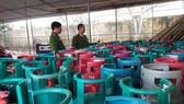 Công an huyện Cẩm Xuyên tiến hành kiểm tra, tạm giữ số bình gas tàng trữ trái phép