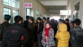 Nhiều người nhà của các em học sinh bị bỏng đã có mặt tại Bệnh viện Đa khoa tỉnh Hà Tĩnh