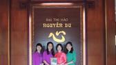 Trao tặng bộ sưu tập sách về Nguyễn Du và Truyện Kiều cho Ban Quản lý Di tích Nguyễn Du