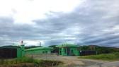 Người dân ở thôn Nam Xuân Sơn, xã Kỳ Tân, huyện Kỳ Anh đã tháo dỡ phông bạt, không còn chặn cổng Nhà máy xử lý rác thải Phú Hà