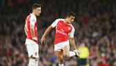 Mesut Oezil (trái) và Alexis Sanchez có thể ra đi. Ảnh: Getty Images