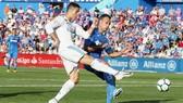 """Ronaldo (trái) giải """"cơn khát"""" bàn thắng sau hơn 7 vòng đấu tại La Liga. Ảnh: Getty Images"""