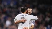 Ronaldo cùng Benzema thiết lập nên cột mốc đáng nhớ. Ảnh: Getty Images
