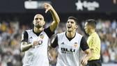 Zaza (trái) tiếp tục ghi bàn trong trận đấu với Sevilla. Ảnh: Getty Images