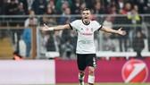 Pepe cho rằng người hâm mộ Real đang hại cầu thủ. Ảnh: Getty Images