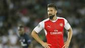 Olivier Giroud chấn thương khiến Arsenal càng lâm vào khó khăn về nhân sự. Ảnh: Getty Images