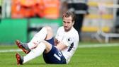 Nỗi lo hiện rõ trên gương mặt Harry Kane sau chấn thương. Ảnh: Getty Images