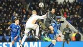 Pedro với pha đánh đầu mang về bàn thắng quyết định cho Chelsea. Ảnh: Getty Images