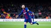 """Messi cân bằng kỷ lục Ronaldinho và """"hâm nóng"""" cuộc đua Chiếc giày vàng châu Âu. Ảnh: Getty Images"""