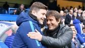 HLV Mauricio Pochettino (trái) sẽ thay Antonio Conte trong mùa hè này? Ảnh: Getty Images