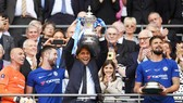HLV Antonio Conte vẫn muốn đây không phải là danh hiệu cuối của ông cùng Chelsea. Ảnh: Getty Images