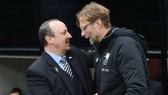 HLV Rafa Benitez (trái) hiểu rõ chất lượng của thầy trò Jurgen Klopp. Ảnh: Getty Images