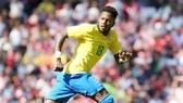 Fred đã hoàn tất chuyển giao sau khi cùng tuyển Brazil thắng Croatia 2-0 tại Anfield mới đây. Ảnh: Getty Images