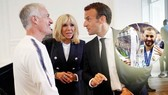Tổng thống Macron và HLV Deschamps. Ảnh Marca.