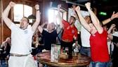 Người hâm mộ Anh phấn khích trước màn trình diễn tuyệt vời của đội tuyển.