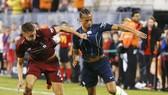 Leroy Sane (phải) là một trong vài trụ cột Man.City được trải qua giai đoạn giao hữu trước giải. Ảnh: Getty Images
