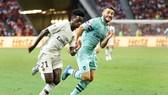 Sead Kolasinac (phải) chấn thương nặng là cú sốc thật sự với Arsenal. Ảnh: Getty Images