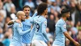 David Silva và đồng đội tận hưởng chiến thắng dễ dàng. Ảnh: Getty Images