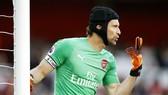 Petr Cech vẫn vững vàng trong khung thành của Arsenal. Ảnh: Getty Images