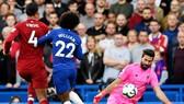 Alisson đã hòa nhập nhanh để trở thành chỗ dựa cho Liverpool. Ảnh: Getty Images