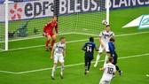 Antoine Griezmann đánh đầu tuyệt đẹp gỡ hòa. Ảnh: Getty Images