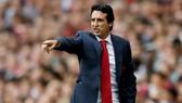HLV Unai Emery luôn thận trọng để tránh cho cầu thủ không tự mãn. Ảnh: Getty Images